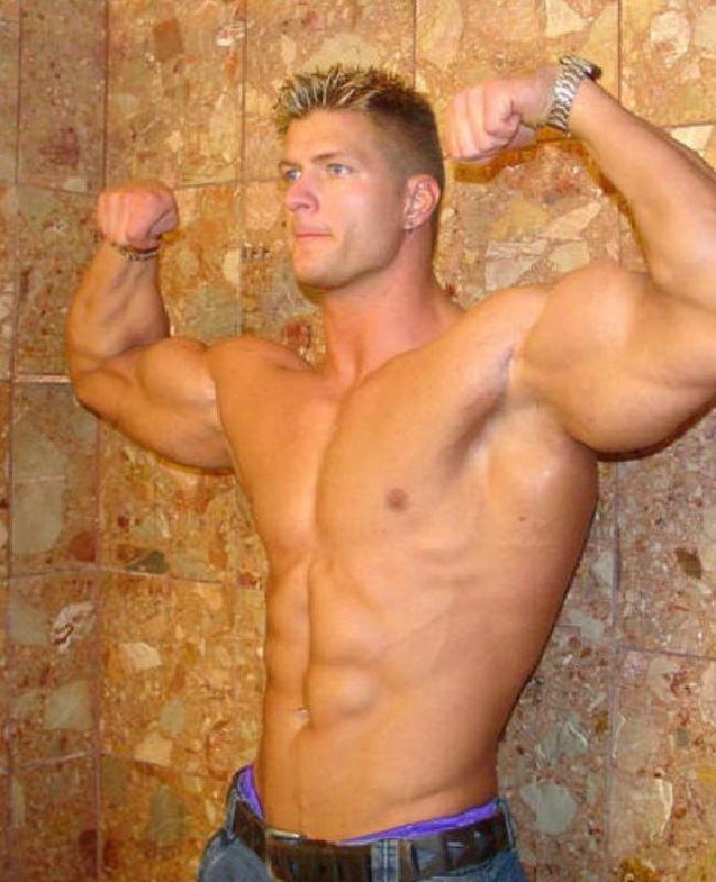 Muskel und posen anspannen hunks