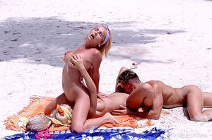 Secrets und nicole lesbische alicia graves