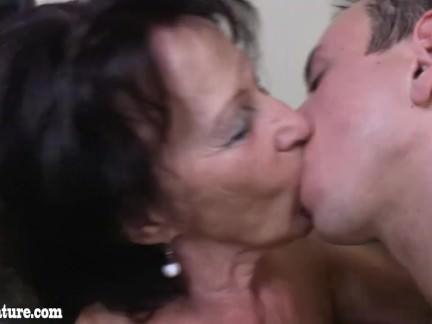 Ihrem sex mund hard in sperma