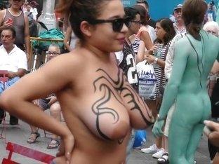 Paint madchen public nude body