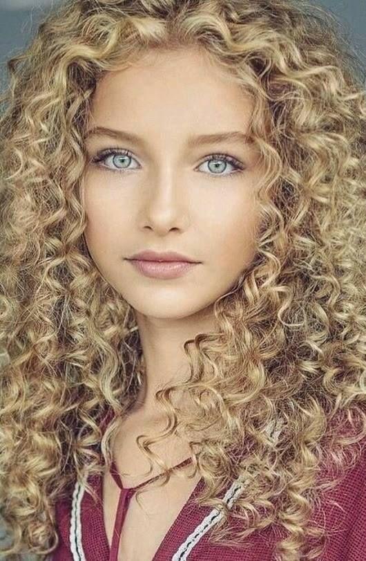 Blonde madchen nackt haare curly