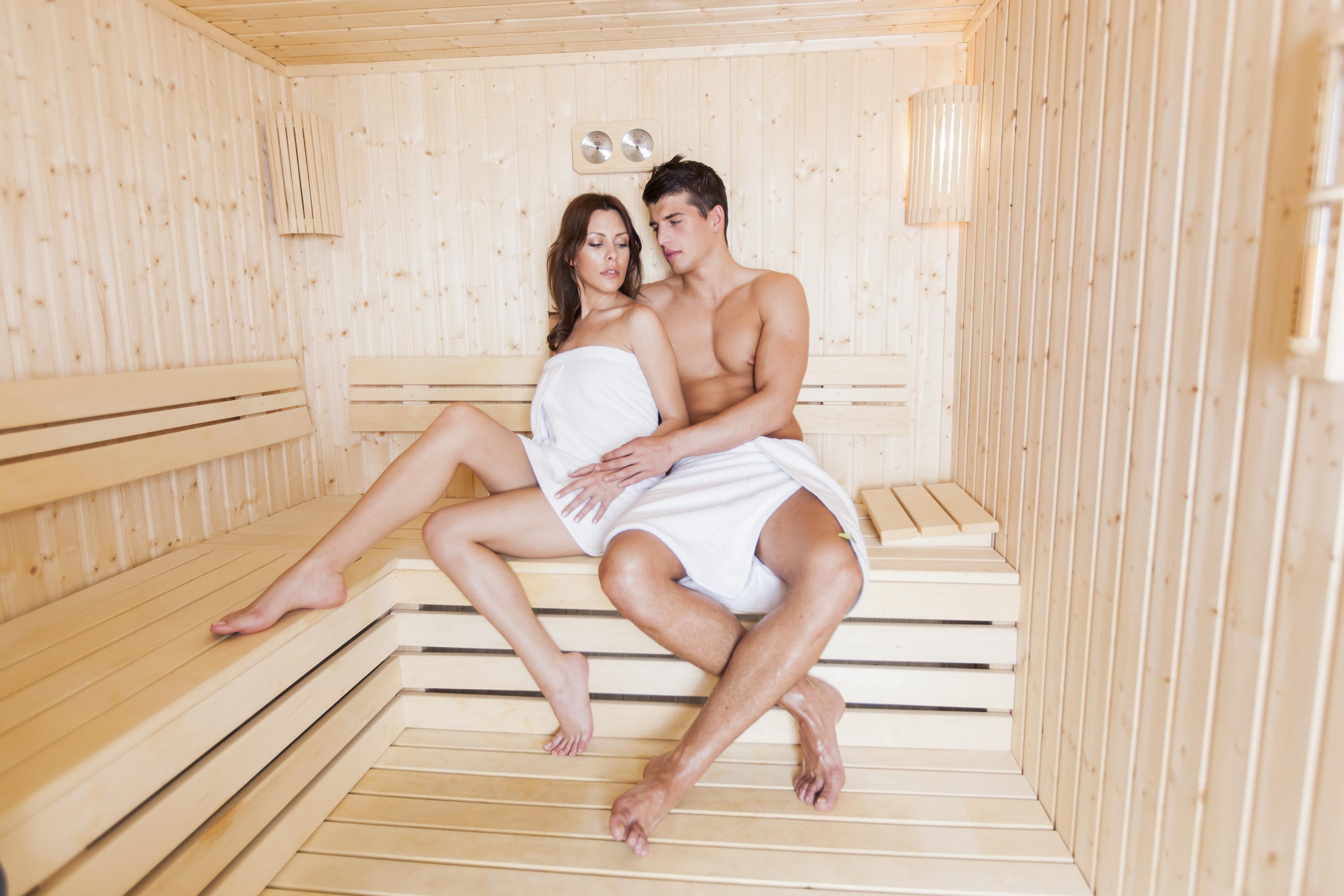 In umkleide dusche der nackt öffentlichkeit männer
