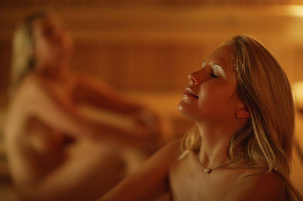 Nackt den ganzen tag frau ehemann uhren