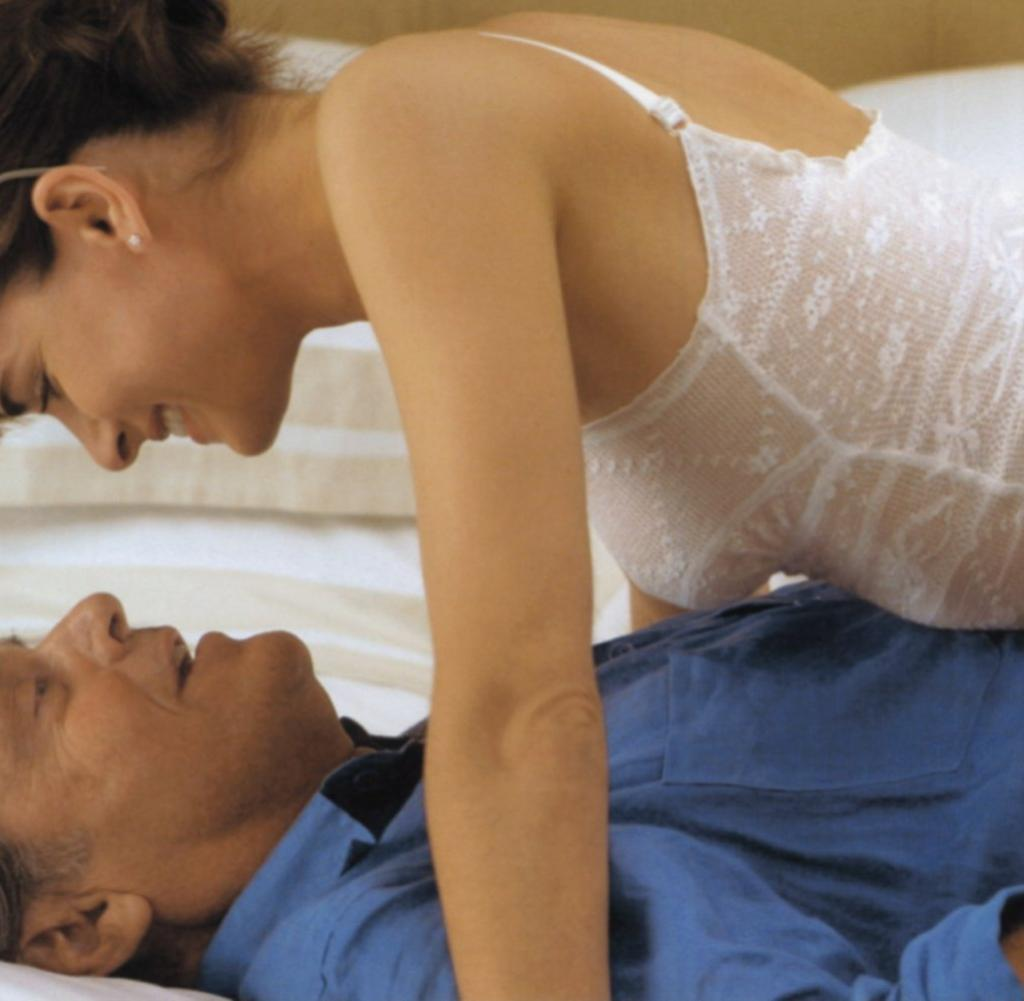 Wie alteren frauen sex jungen