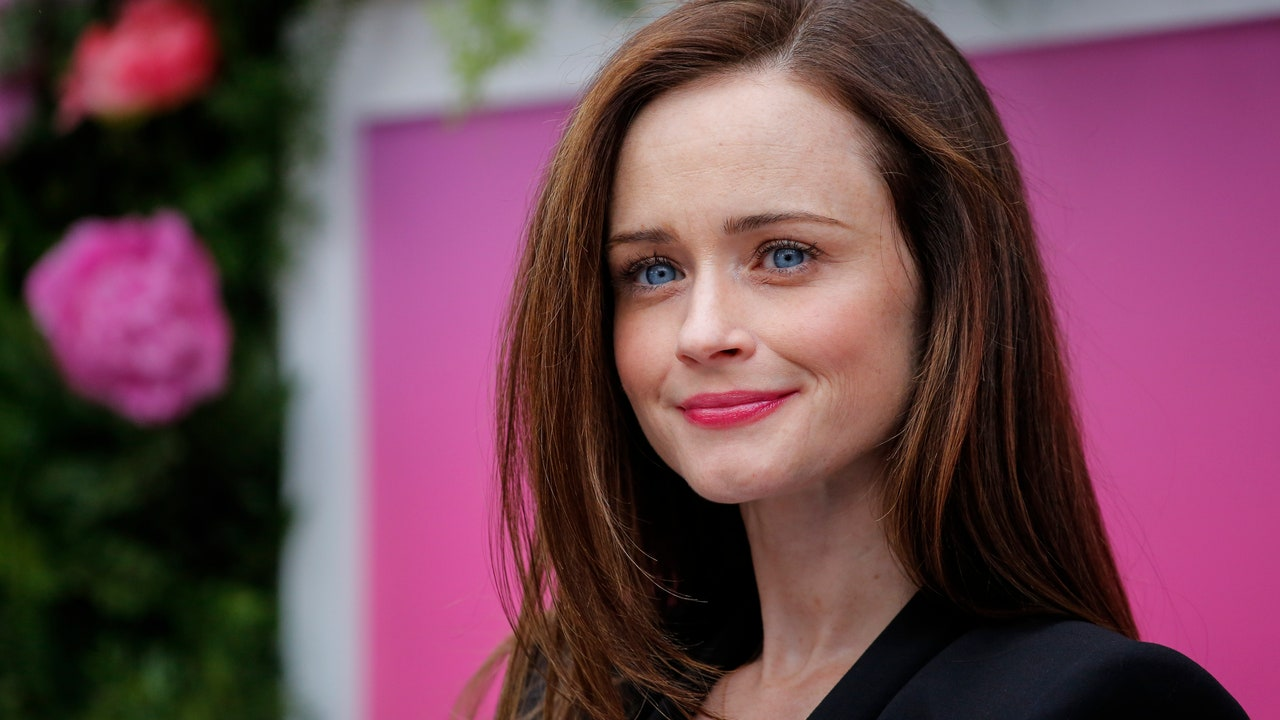 Nude girls gilmore fakes alexis bledel