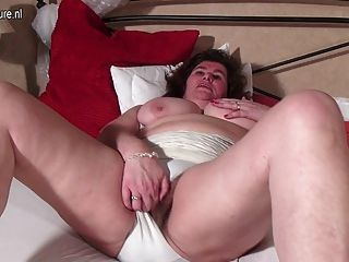 Pussy leckte mama hairy asstr