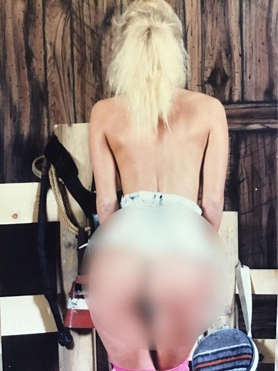 In Brillen Mädchen Nackte gefälschten nackte Jungs