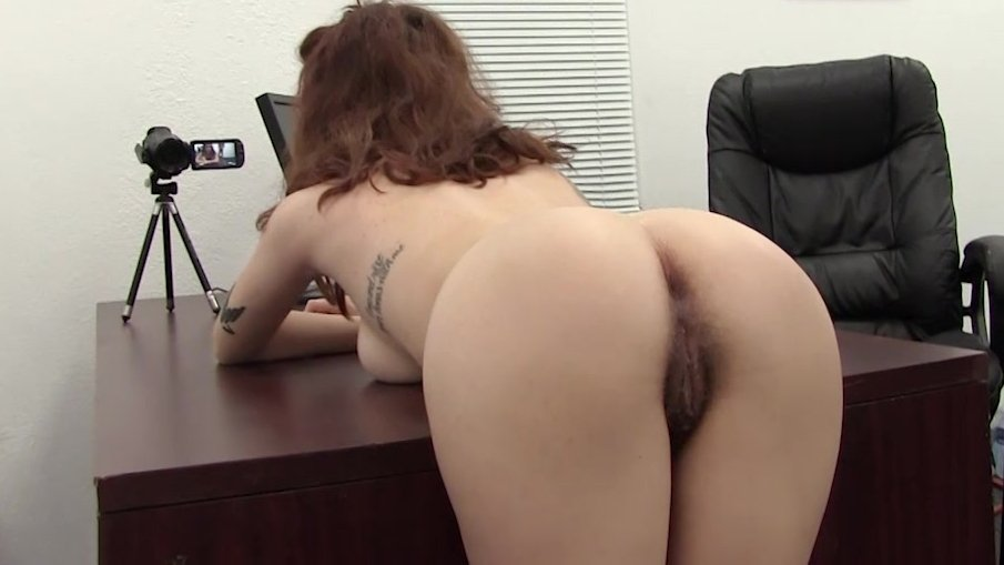 Sich uber ass beugte pussy spread