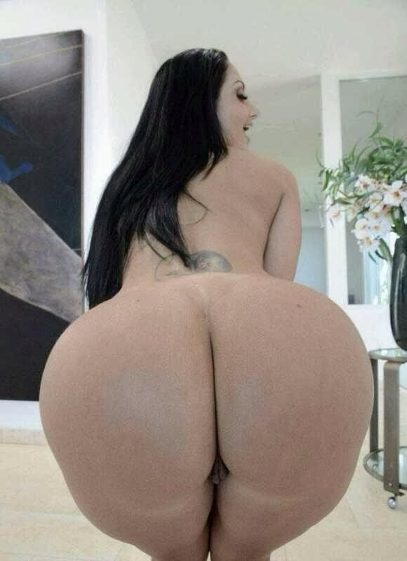 Frau groe nackte breite huften