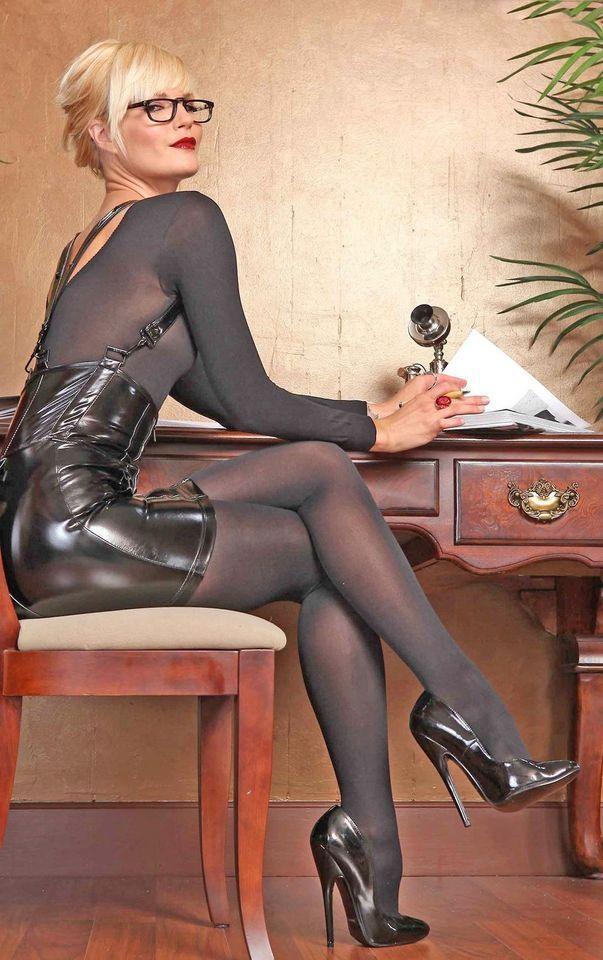Reife frauen nylons heels classy