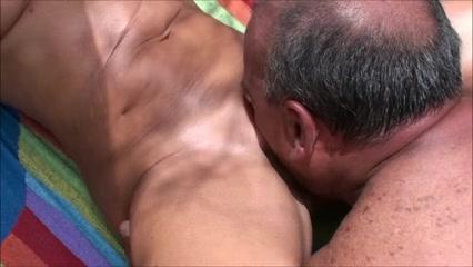 Haben am sex nackt paare strand oral