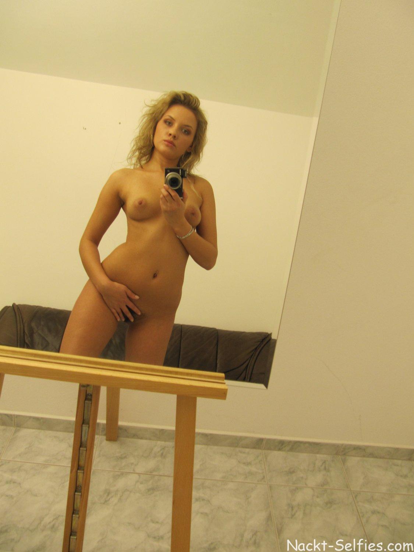 Frau self shots nackt reife