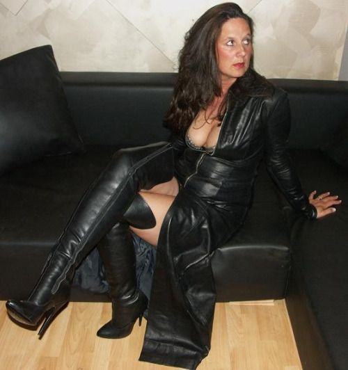 In milfs leder reife rock sexy