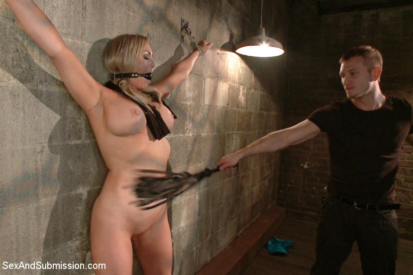 Sklavinnen werden ausgepeitscht nackt nackte