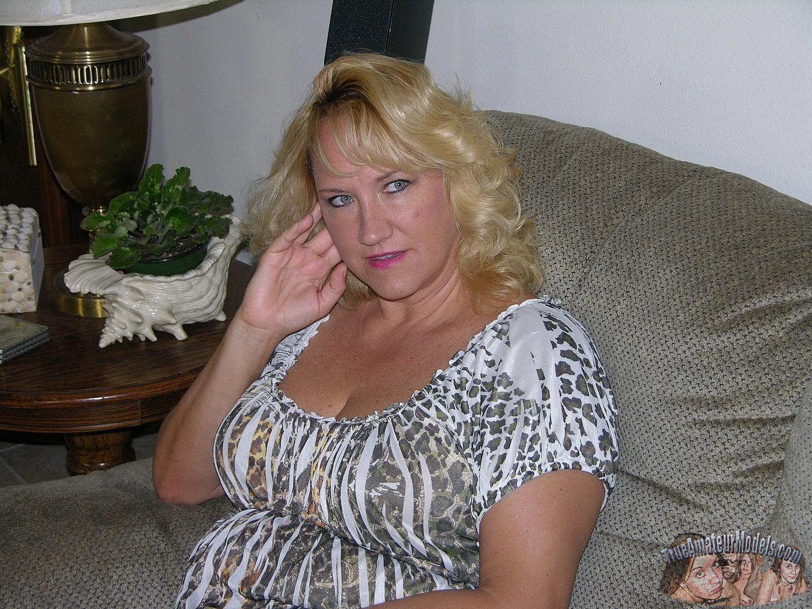 Pics chubby milf nude amateur frau
