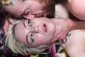 Lohan kusst mama lindsay ihre