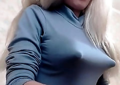 Nippel shirt big durch tits hard
