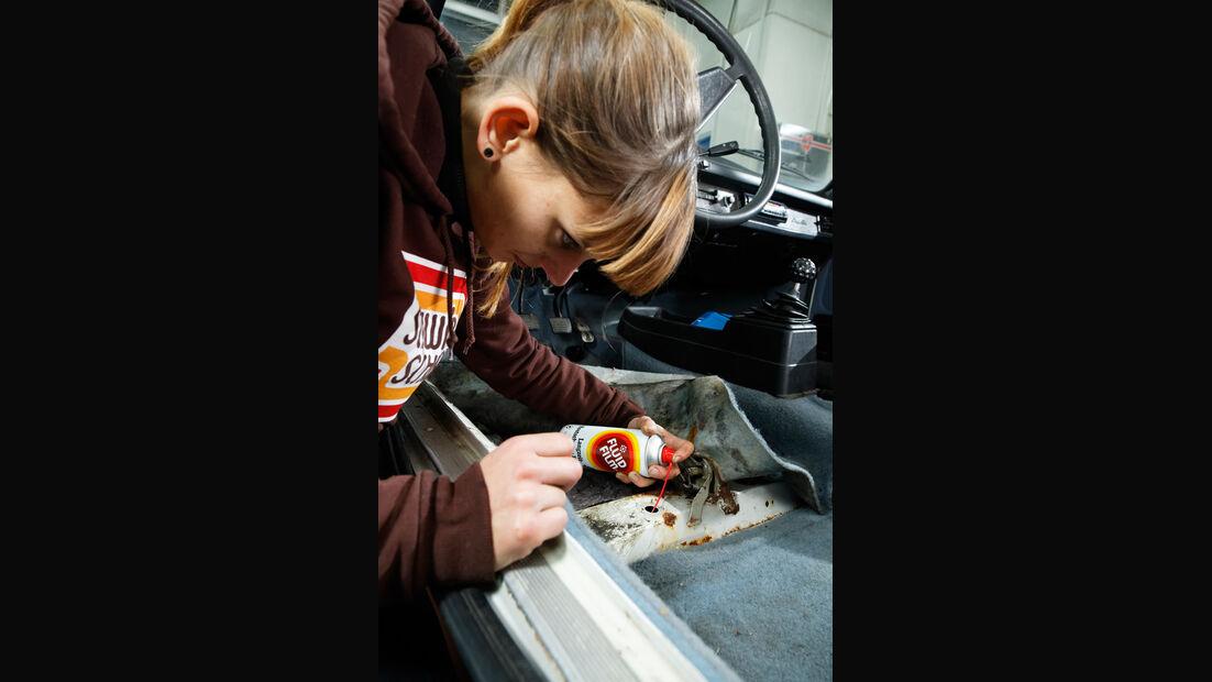 Des auto tatu anna im kofferraum
