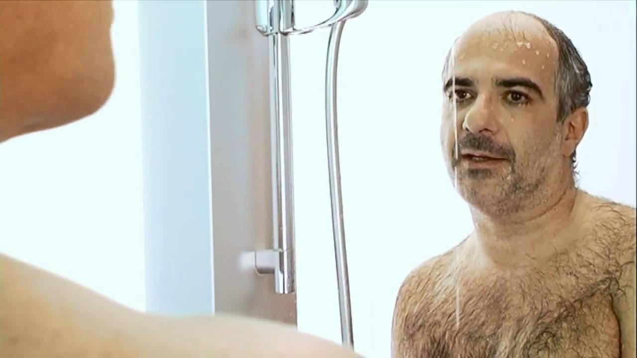 In frau dusche der nackt erwischt