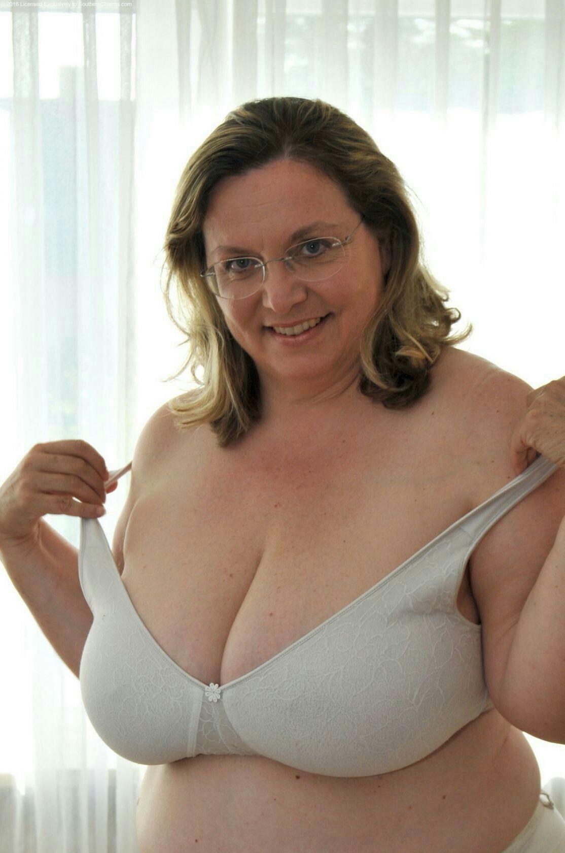 Blovjob nackte titten lingerie plus size