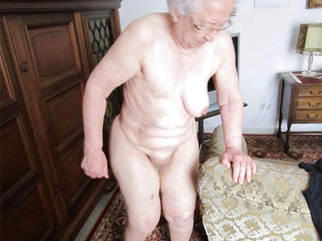 Nackt oma sehr alte Alte Frauen