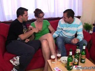 Nackten orgie betrunken college studentinnen