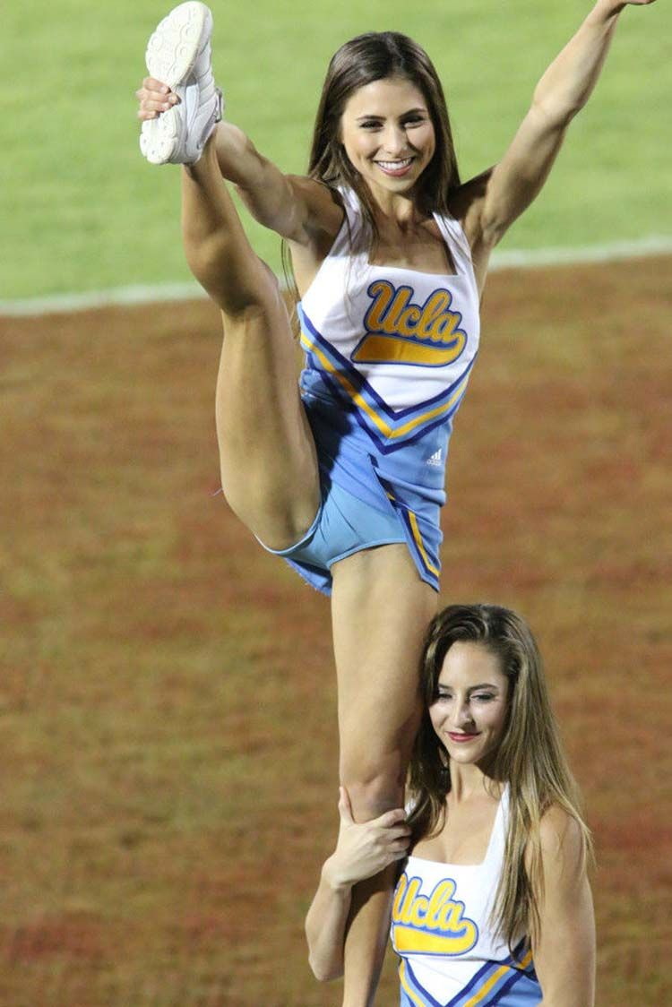 High kicks leg cheerleaders college