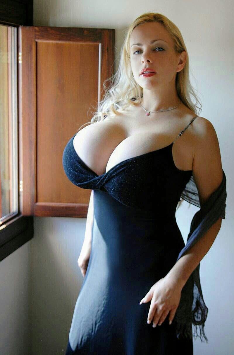 Offentlichkeit handjob der tits big in