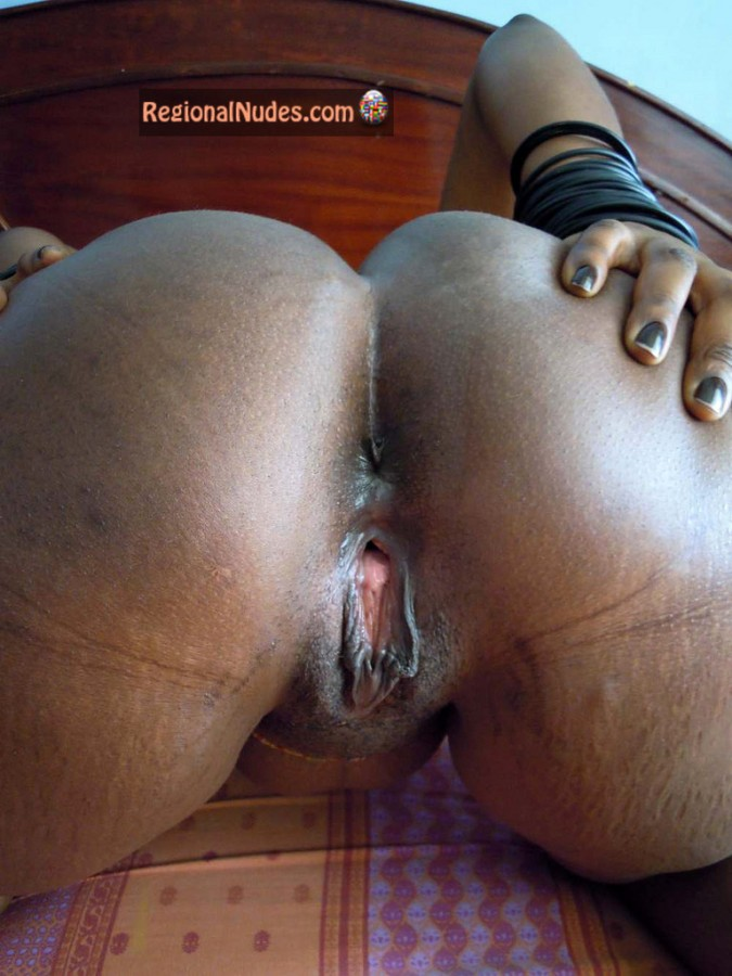 Spread pussy nackt ass black