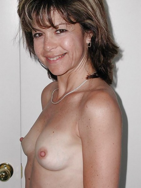 Nackte brüste kleine 【ᐅᐅ】 Nackte