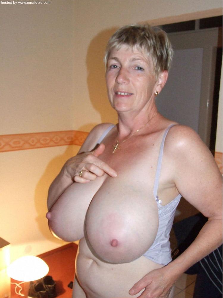 Pussy bild hugel reife frau nackte haarige
