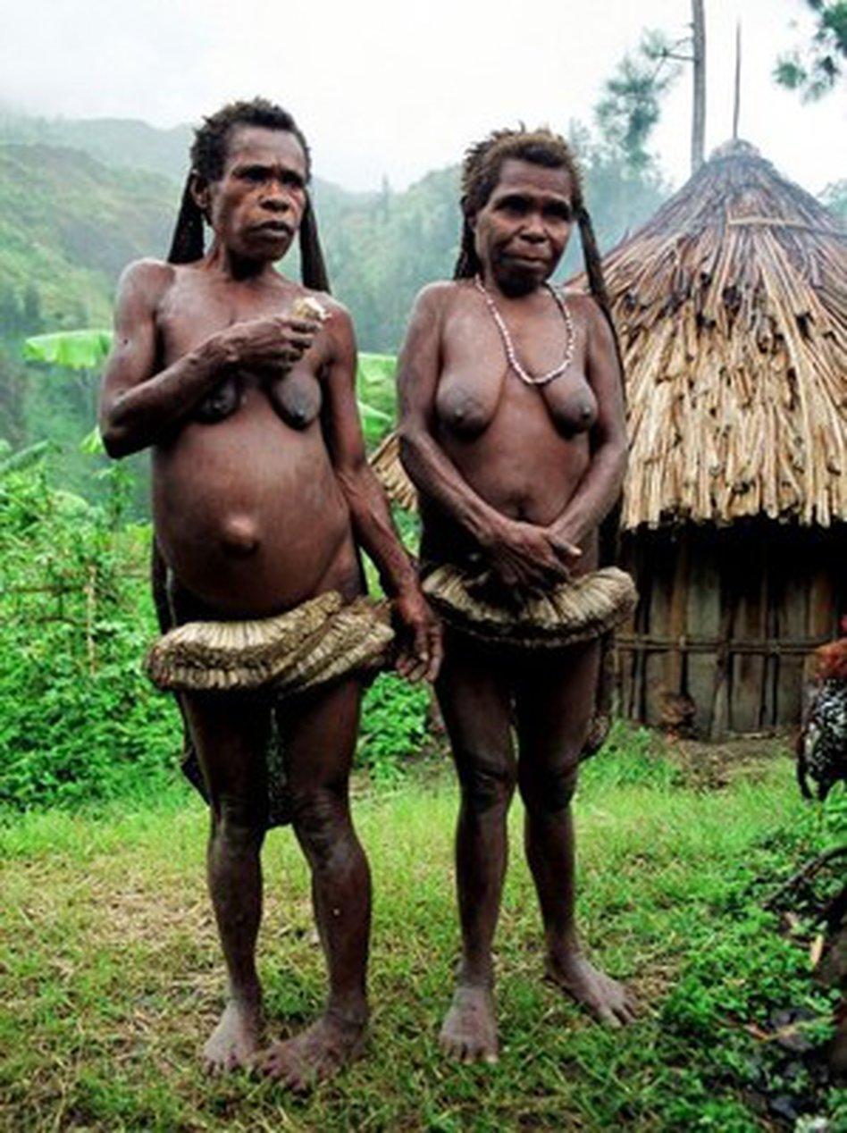 Nackt dorfer frauen bruste afrika