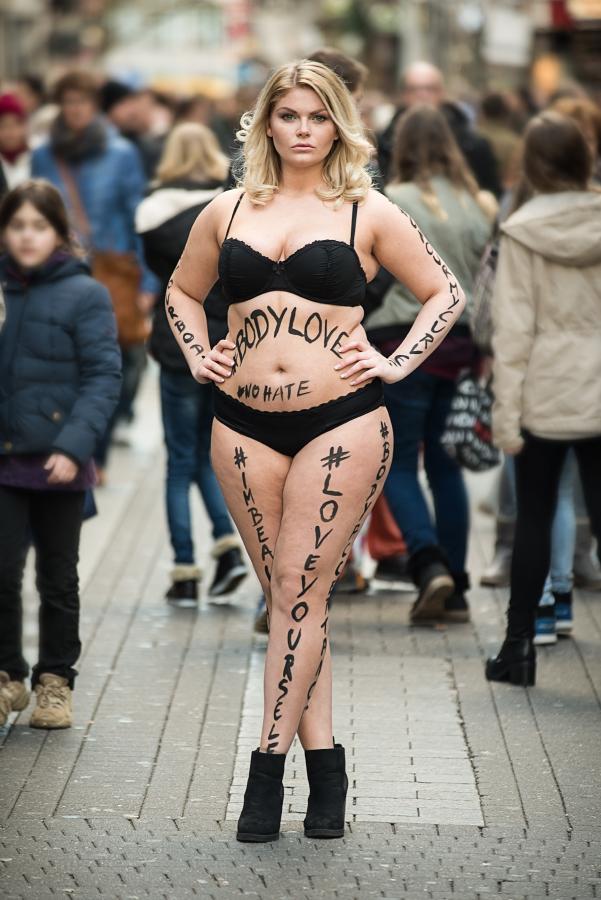 Nackten chics bilder schwarzen von nackt