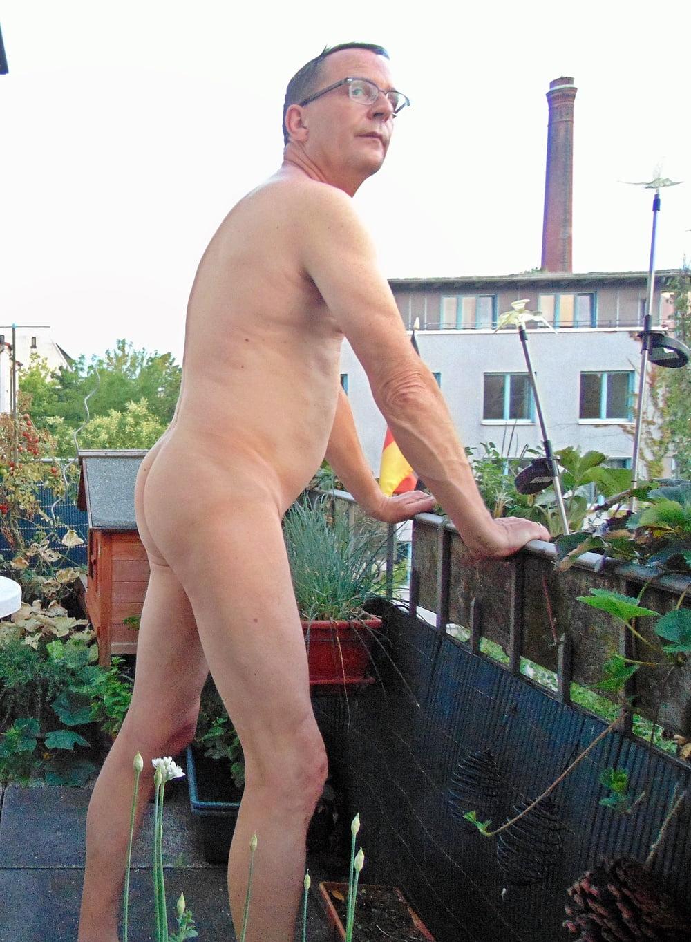 Posiert nackt frauen zu hause amateur