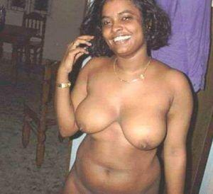 Frauen big nackte natural boobs
