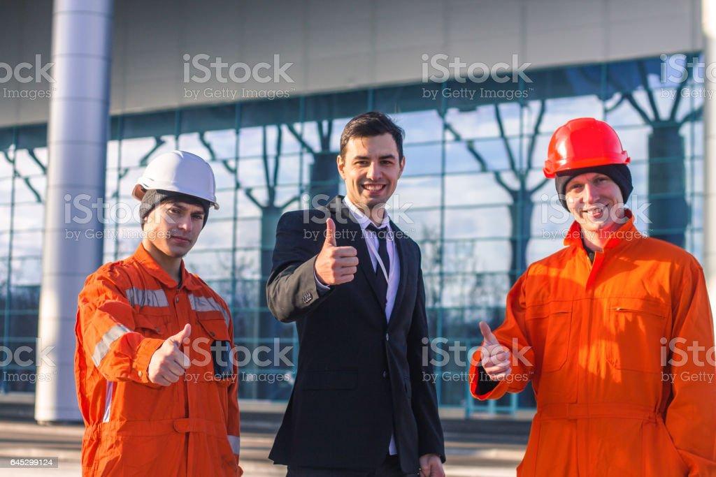 Daumen oben mit nach dem ingenieure