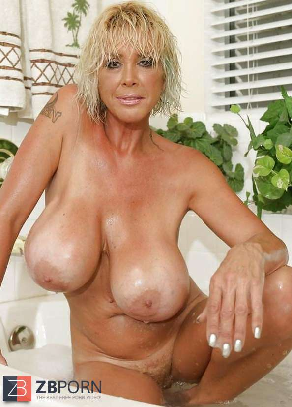 Milf cougar dessous moms hot