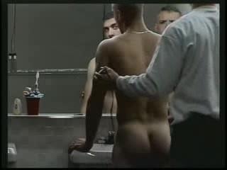 Manner im duschen nackte umkleideraum,