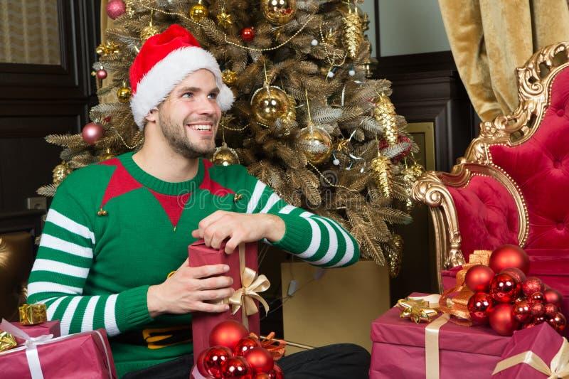 Santa sexy unter weihnachtsbaum lesbian den