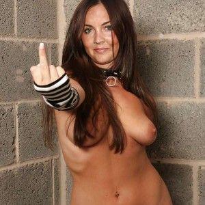 Nude hot stehend sexy posiert