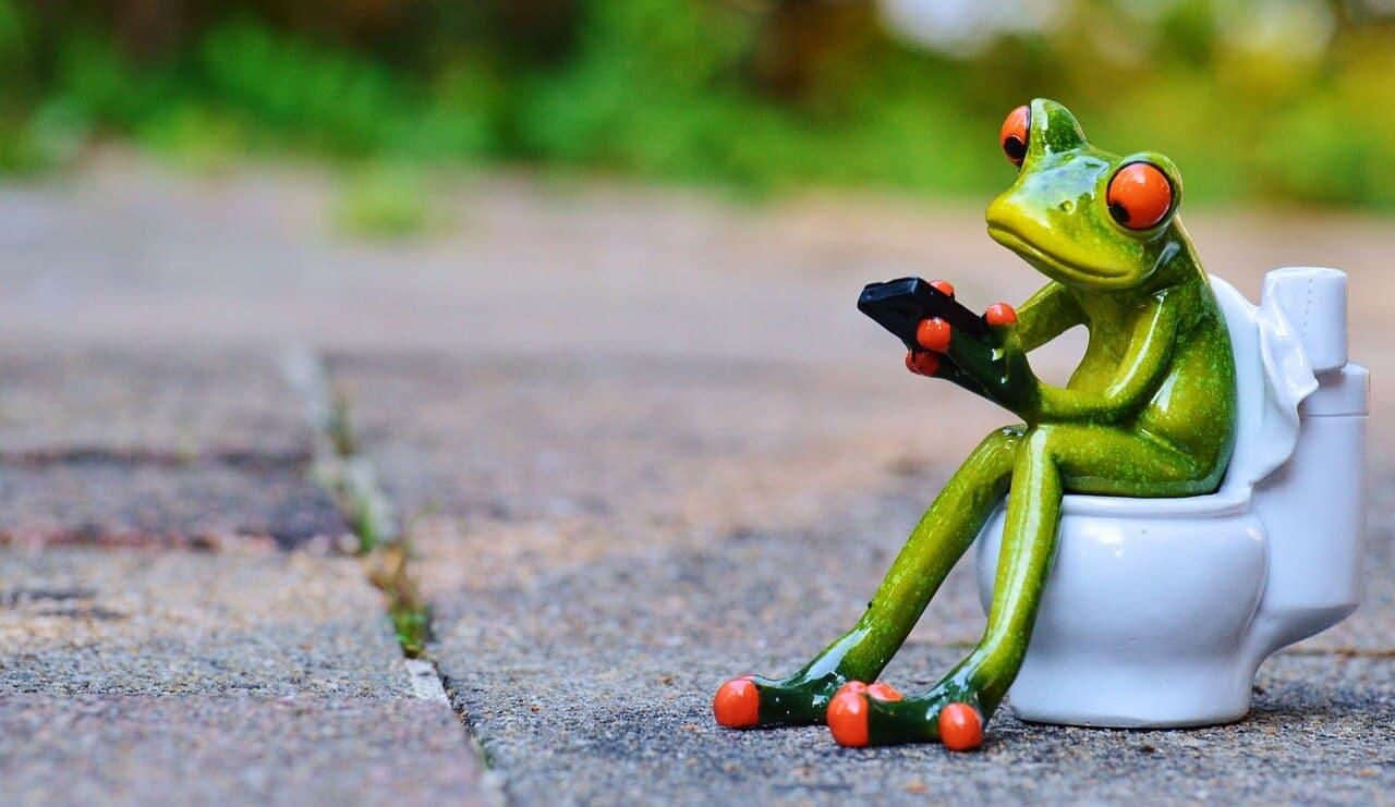 Erwachsenen stuhl bei grüner loser
