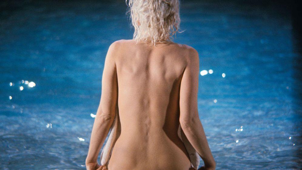 Spiegel selbst arsch gedreht nude girl