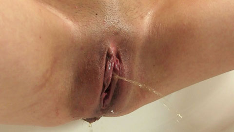 Pissing wet up pussy close
