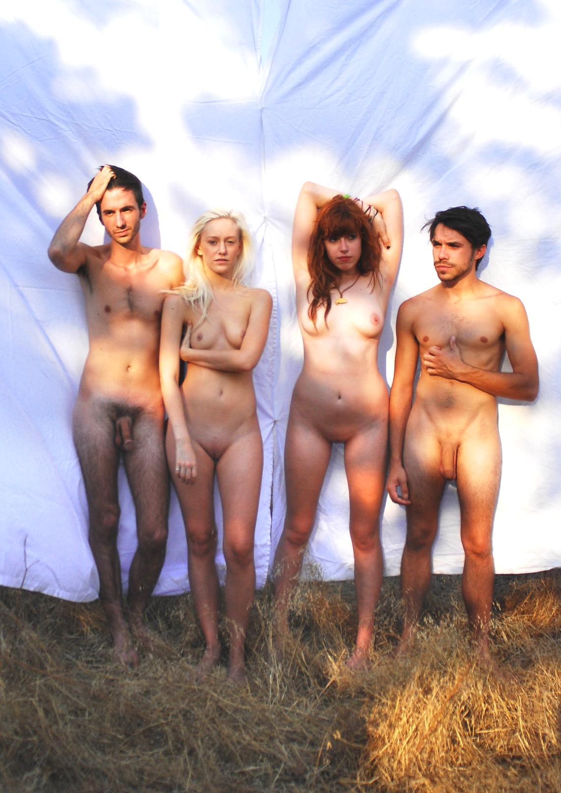 Nackt am strand gruppen
