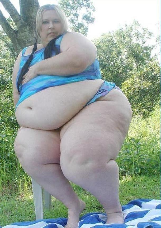 Size holliday tess plus model