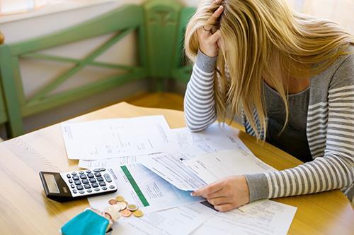 Schulden frau gefickt ehemanner zu bezahlen