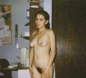 Brunette amateur milf nackt busty