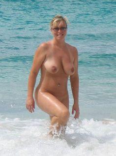 Reife am strand frauen nackte